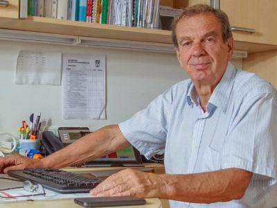 Dr. Ribitsch_Schreibtisch_1